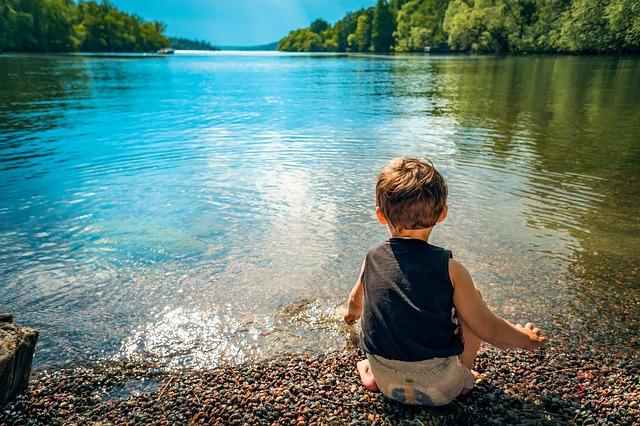 Chlapec, batole příroda.