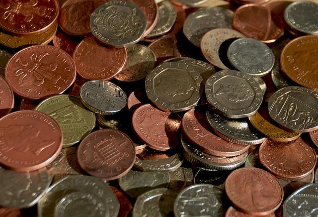 drobné mince barevné britské